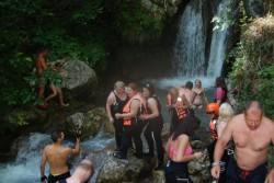 Ž7=#Atraktivni vodopad u kanjonu Tare  kod kojeg  se pravi pauza, popije pivo i sok i nastavi dalje vožnja#