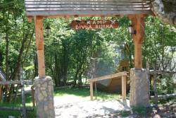 Divan kamp Divlja rijeka kod Bastaha, 18 kilometara od Foče