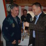 Mugdim Pesto prima nagradu za osvojeno prvo mjesto na KUP-u u ribolovu
