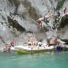 Ž7=#Turistima nije samo cilj da se spuste Raftingom na Neretvi, već da na nekoliko mjesta sa okomitih stijena skaču u Neretvu#